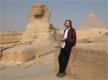 Image of Robert Schoch in front of the Great Sphinx
