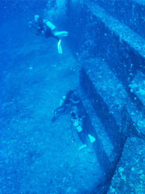 Image of the underwater monument at Yonaguni, Japan
